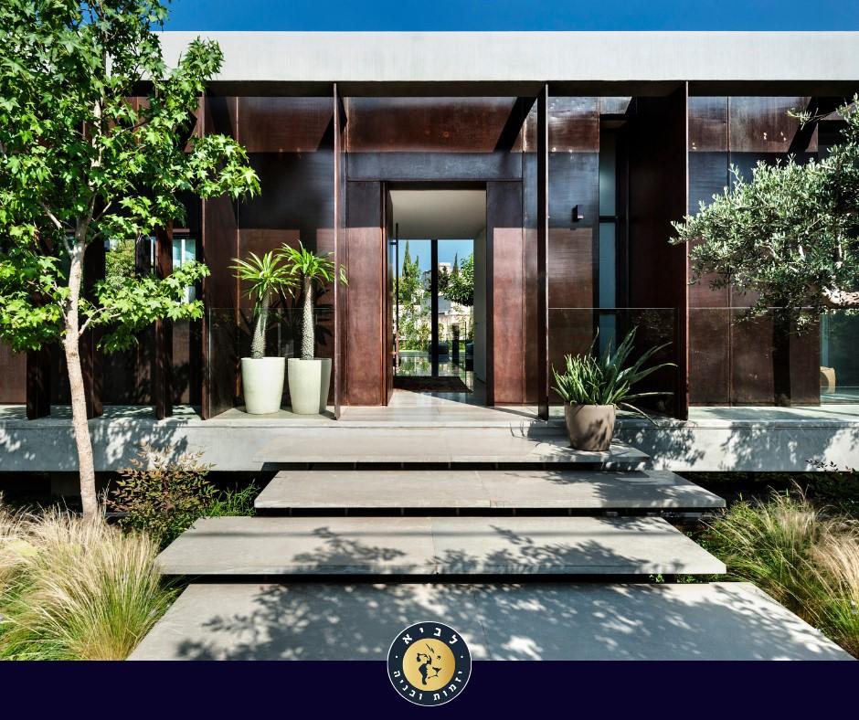 מבט על חזית הבית, קונסטרוקציית הפלדה משולבת בשלד הבטון למקשה אחת